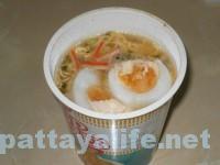 カップ麺とゆで卵