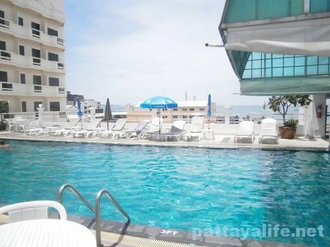 フリッパーハウスホテル屋上プール