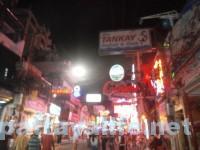 深夜のウォーキングストリート (1)