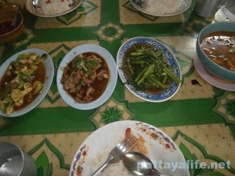 パタヤカンのローカル食堂