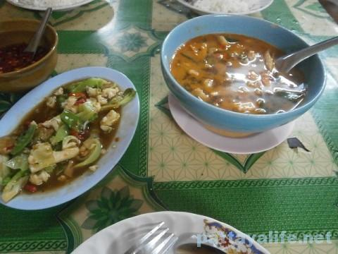 トムヤムクンと野菜炒め