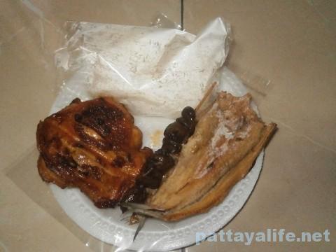 ガイヤーンカオニャオ干し魚肝臓イサーン料理