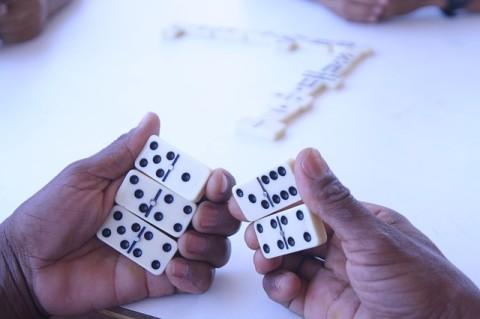 ドミノゲーム (2)