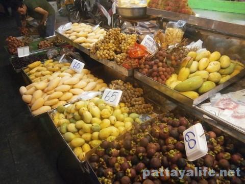 パタヤタイの果物屋