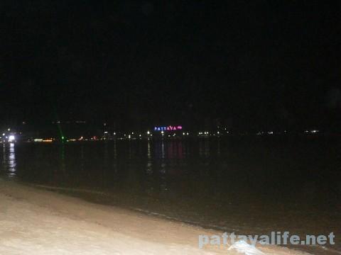 夜のパタヤビーチ (1)