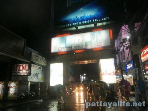 雨のウォーキングストリート1