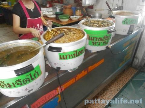 パタヤタイのカノムジーンスープ鍋