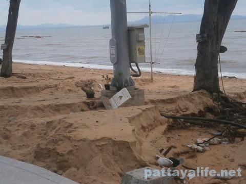 洪水後のジョムティエンビーチ (1)