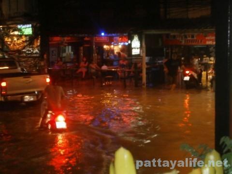 ブッカオ洪水 バービア