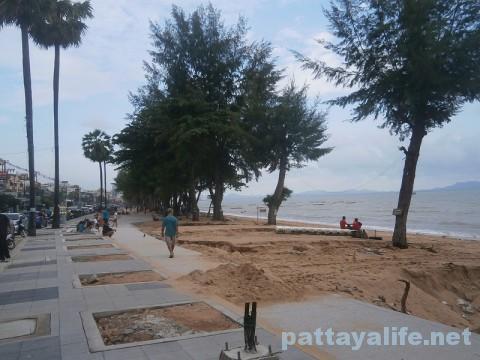 洪水後のジョムティエンビーチ (2)