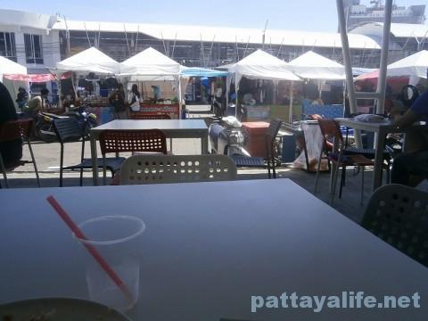 ブッカオ市場のテーブル