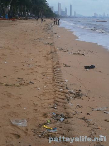 洪水後のジョムティエンビーチ (4)