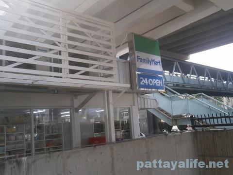 ドンムアン空港そばのコンビニファミリーマート