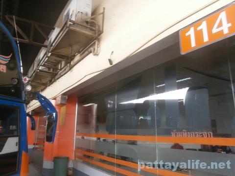 モーチットからドンムアン空港行きバス (2)