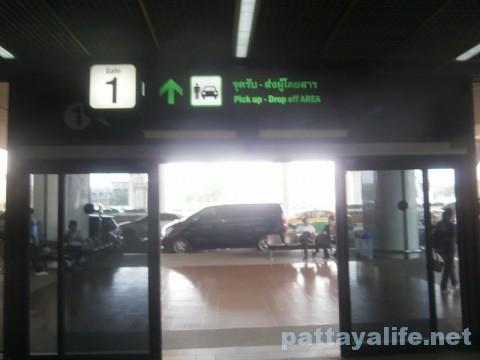 ドンムアン空港の1番出口 (1)