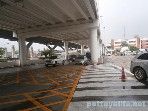 ドンムアン空港のバス乗り場 (4)