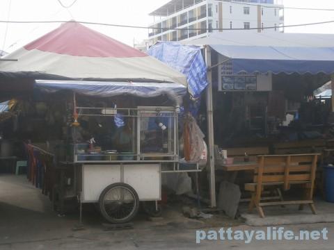 ブッカオ北側のタイ料理とイサーン料理レストラン (2)