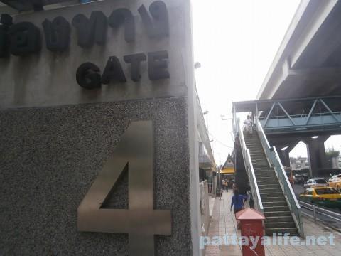 ドンムアン空港のバス乗り場 (3)