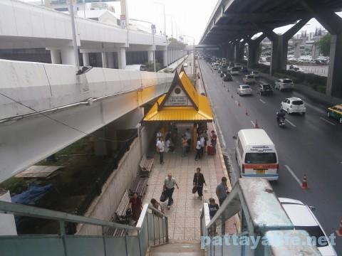 ドンムアン空港のバス乗り場 (1)