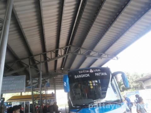 パタヤバス到着