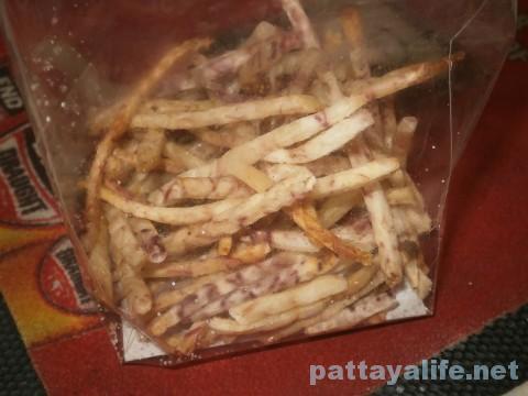タイのお菓子屋台のごぼうチップス (2)