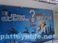 クリスマス本番のパタヤ。昼間のウォーキングストリートの様子。夜のパーティはいずこへ。