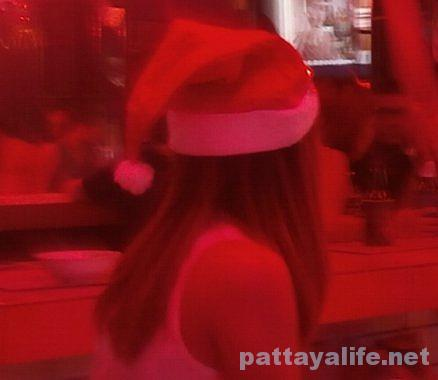 サンタ帽のバービア嬢