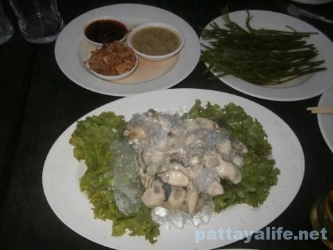 カオトムプラジャンバンの生牡蠣
