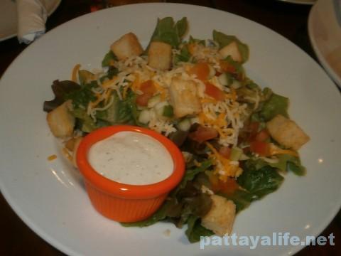 フーターズパタヤのサラダ