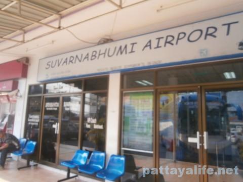 パタヤ発スワンナプーム空港行きエアポートバス乗り場 (2)