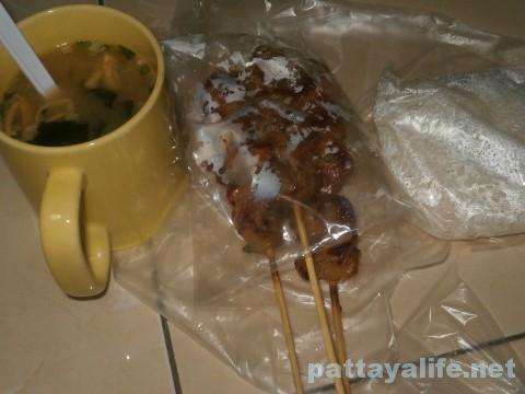 豚串カオニャオ味噌汁定食