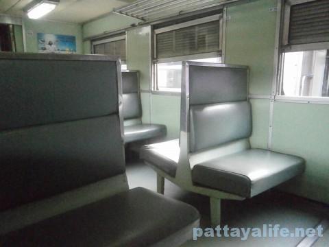 パタヤ行き列車 (1)