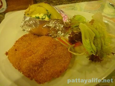 セイラーバーレストランのシュニッツェルカツレツ (1)