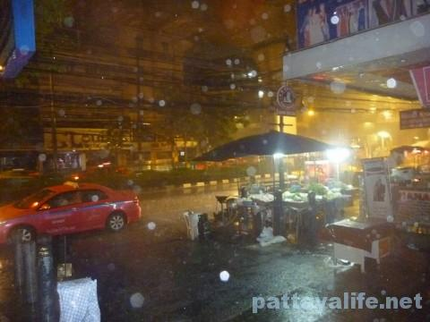 大雨のバンコクスクンビット (2)