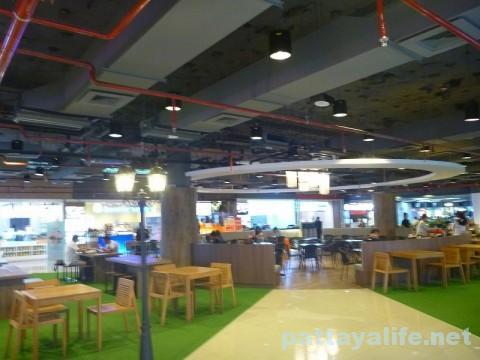 ドンムアン空港第2ターミナルのマジックガーデン (4)