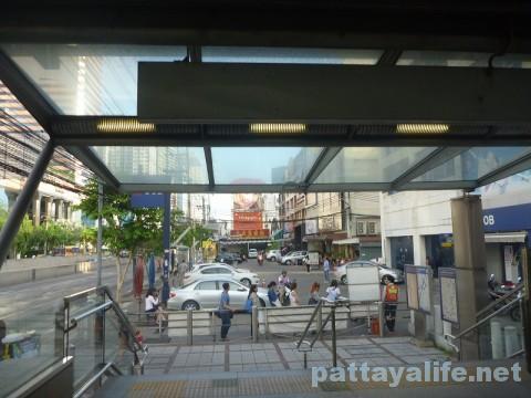 地下鉄ホイクワン駅ナタリーへの道 (3)