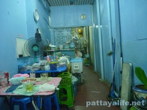 ソイ6食堂のガパオムー (1)