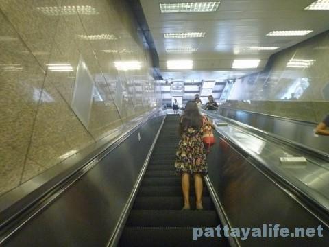 地下鉄ホイクワン駅ナタリーへの道 (2)