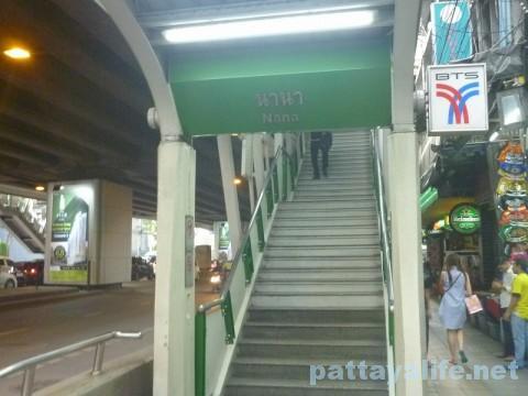 BTSナナ駅出口
