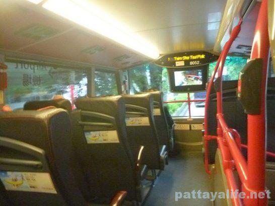 香港空港エアポートバス車内 (1)