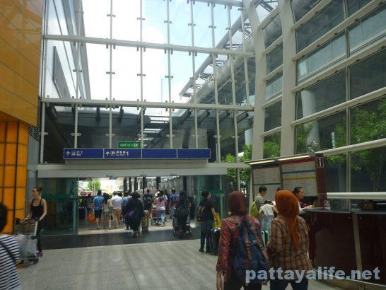 香港空港バスターミナルへの道 (6)