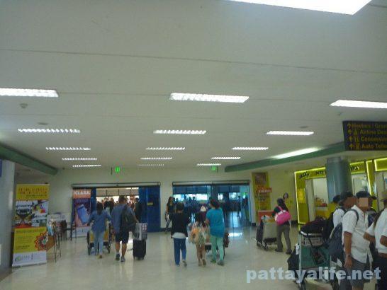クラーク空港SIMカード売り場と両替所