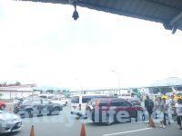 クラーク空港前タクシー乗り場  (3)
