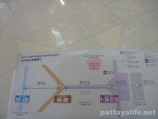 香港空港セブ・パシフィック搭乗口への道 (3)