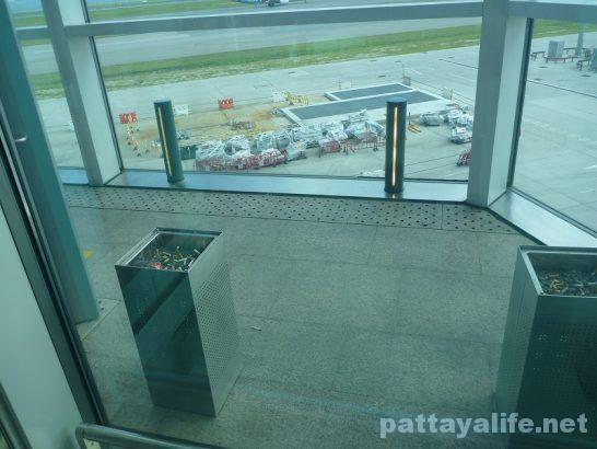 香港空港セブ・パシフィック搭乗口への道 (1)
