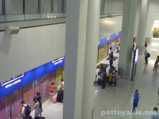 香港空港セブ・パシフィック搭乗口への道 (6)