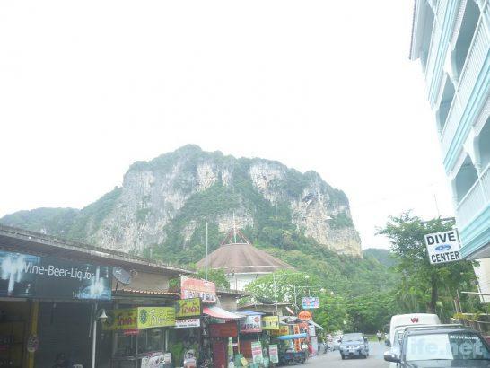クラビアオナンビーチ奇岩 (1)