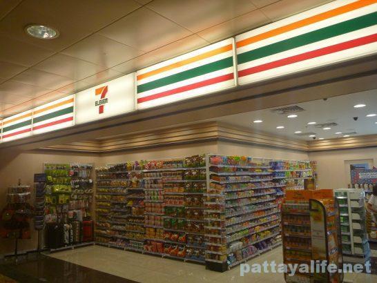 チャンギ空港免税店とコンビニ (2)