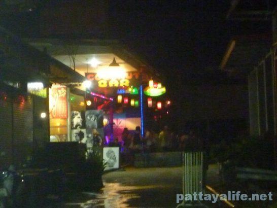 クラビアオナンビーチミュージックバー (3)