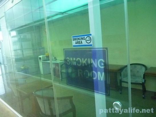 クラーク空港喫煙所 (1)